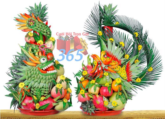 Cặp rồng phụng trái cây đặt trên bàn thờ gia tiên tạo không gian long trọng cho lễ ăn hỏi : Mẫu cưới hỏi trọn gói 365 của công ty dịch vụ trang trí nhà tiệc cưới hỏi đẹp rẻ uy tín ở tại quận Tân Phú Sài Gòn TPHCM Gò Vấp