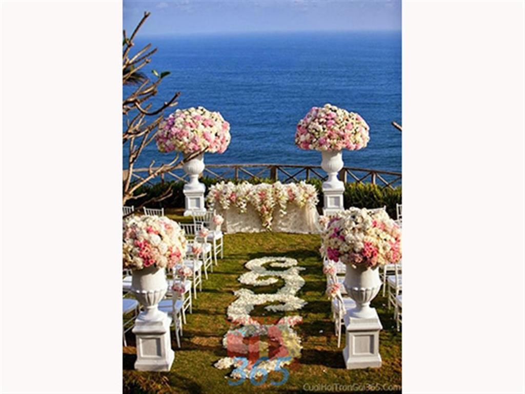 Trang trí lối đi trắng hồng pastel từ hoa tươi phong cách trong sáng, dễ thương để lên sân khấu đón khách, không gian làm lễ cho tiệc cưới tại nhà hàng và ngoài LDNH05 : Mẫu cưới hỏi trọn gói 365 của công ty dịch vụ trang trí nhà tiệc cưới hỏi đẹp rẻ uy tín ở tại quận Tân Phú Sài Gòn TPHCM Gò Vấp