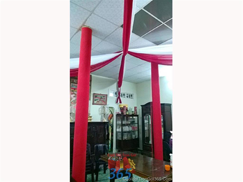 Trang trí trần nhà đám cưới và cột nhà tông đỏ bằng voan mềm CTN30 : Mẫu cưới hỏi trọn gói 365 của công ty dịch vụ trang trí nhà tiệc cưới hỏi đẹp rẻ uy tín ở tại quận Tân Phú Sài Gòn TPHCM Gò Vấp