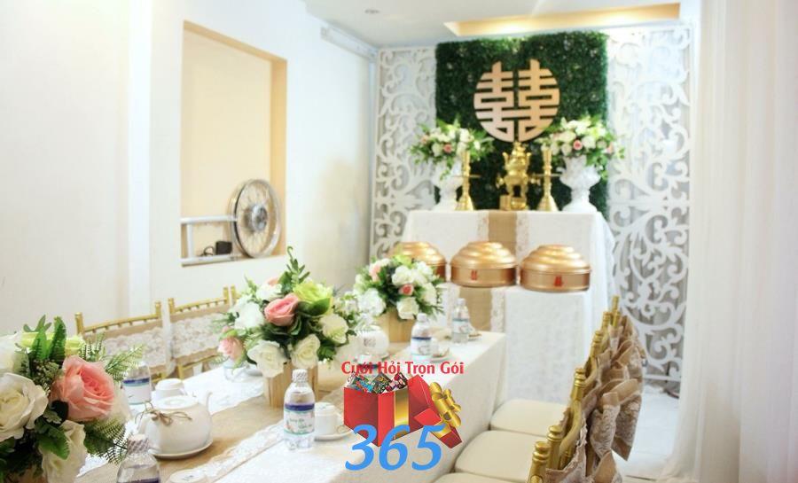 Các nụ hoa hồng to nhiều sắc màu được trang trí trên bàn ha HDB42 : Mẫu cưới hỏi trọn gói 365 của công ty dịch vụ trang trí nhà tiệc cưới hỏi đẹp rẻ uy tín ở tại quận Tân Phú Sài Gòn TPHCM Gò Vấp