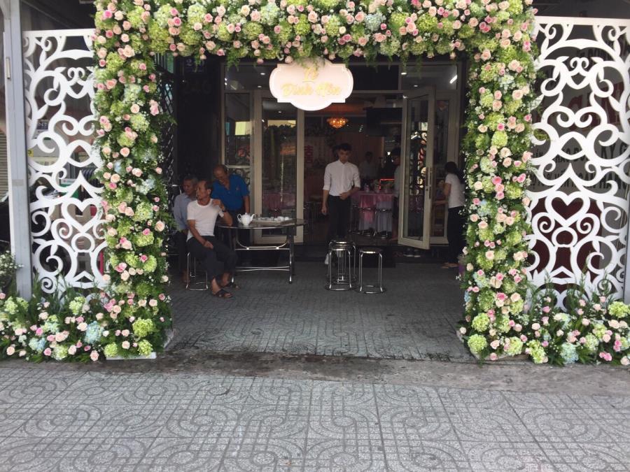 Cổng cưới hoa  CHT55 : Mẫu cưới hỏi trọn gói 365 của công ty dịch vụ trang trí nhà tiệc cưới hỏi đẹp rẻ uy tín ở tại quận Tân Phú Sài Gòn TPHCM Gò Vấp