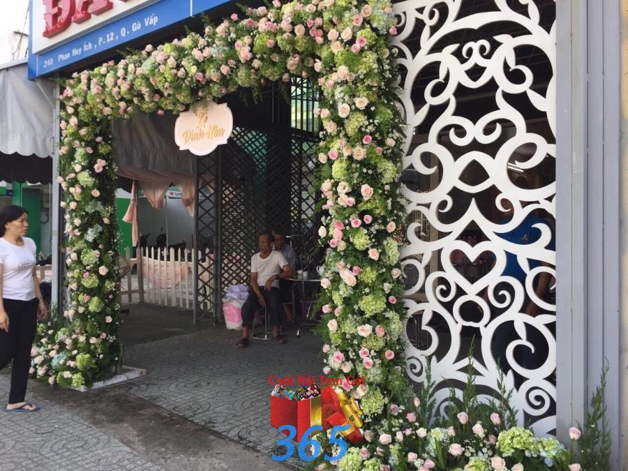 Cổng cưới kết hoa cẩm tú cầy và hoa hồng tươi ấn t CHT56 : Mẫu cưới hỏi trọn gói 365 của công ty dịch vụ trang trí nhà tiệc cưới hỏi đẹp rẻ uy tín ở tại quận Tân Phú Sài Gòn TPHCM Gò Vấp