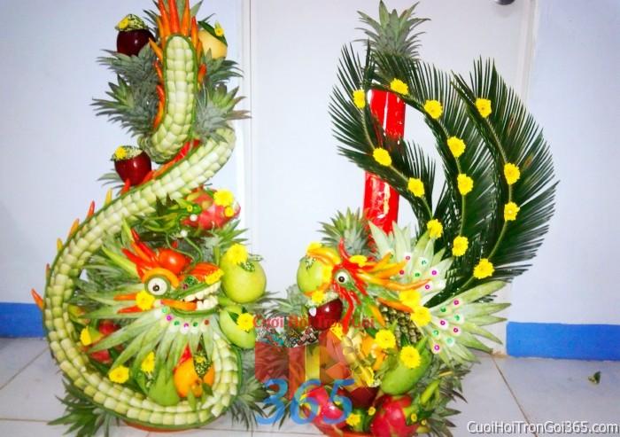 dịch vụ cưới hỏi trọn gói - Cặp rồng phụng long phượng kết từ hoa cúc, lá dừa và trái cây chưng đẹp bàn thờ gia tiên ngày lễ ăn hỏi đám  RPTC10