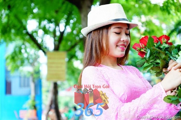 Cho thuê áo dài bưng quả, đồng phục phụ dâu tông màu hồng phấn tươi tắn với hoa hồng cho đám cưới, ngày lễ đính DP24 : Mẫu cưới hỏi trọn gói 365 của công ty dịch vụ trang trí nhà tiệc cưới hỏi đẹp rẻ uy tín ở tại quận Tân Phú Sài Gòn TPHCM Gò Vấp