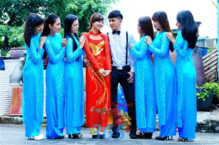 Cho thuê áo dài bưng quả, đồng phục phụ dâu tông màu xanh biển cho đám cưới, ngày lễ đính DP30 : Mẫu cưới hỏi trọn gói 365 của công ty dịch vụ trang trí nhà tiệc cưới hỏi đẹp rẻ uy tín ở tại quận Tân Phú Sài Gòn TPHCM Gò Vấp