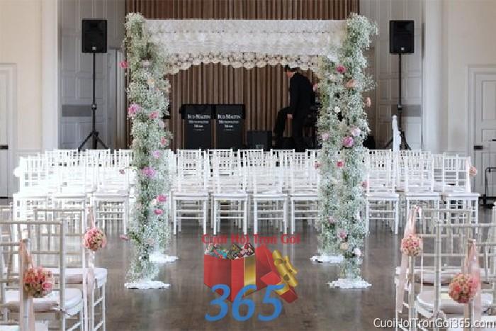 Cho thuê cổng cưới hoa tươi kết hình chữ nhật đứng với hoa pi tông trắng tin khôi cho lễ tiệc ngày đám cưới CHT43 : Mẫu cưới hỏi trọn gói 365 của công ty dịch vụ trang trí nhà tiệc cưới hỏi đẹp rẻ uy tín ở tại quận Tân Phú Sài Gòn TPHCM Gò Vấp