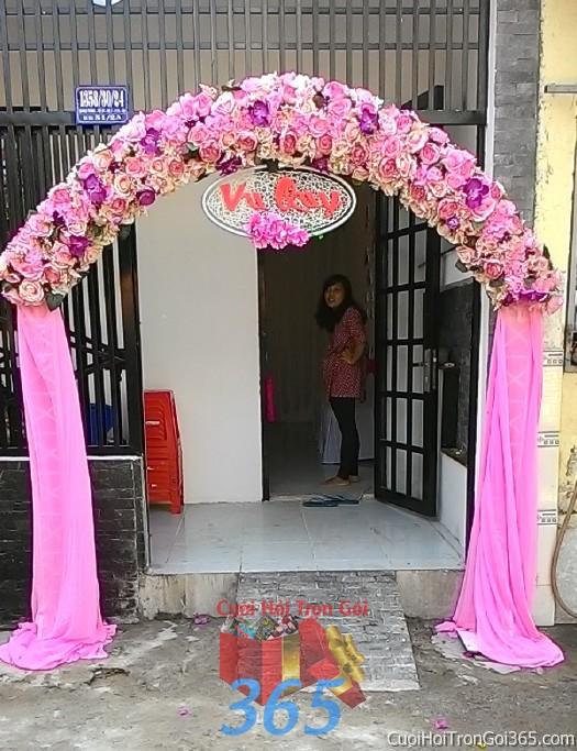 Cho thuê cổng cưới hoa vải kết hình mái nhà bầu với chân voan đứng và hoa hồng lan hồ điệp cho ngày vu CHV14 : Mẫu cưới hỏi trọn gói 365 của công ty dịch vụ trang trí nhà tiệc cưới hỏi đẹp rẻ uy tín ở tại quận Tân Phú Sài Gòn TPHCM Gò Vấp