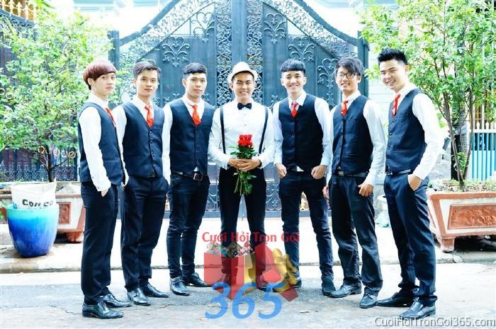 Cho thuê đội ngũ nhân sự nam bưng quả với đồng phục vest đen ngắn cà vạt đỏ cho ngày đám cưới, lễ ăn BQNA16 : Mẫu cưới hỏi trọn gói 365 của công ty dịch vụ trang trí nhà tiệc cưới hỏi đẹp rẻ uy tín ở tại quận Tân Phú Sài Gòn TPHCM Gò Vấp