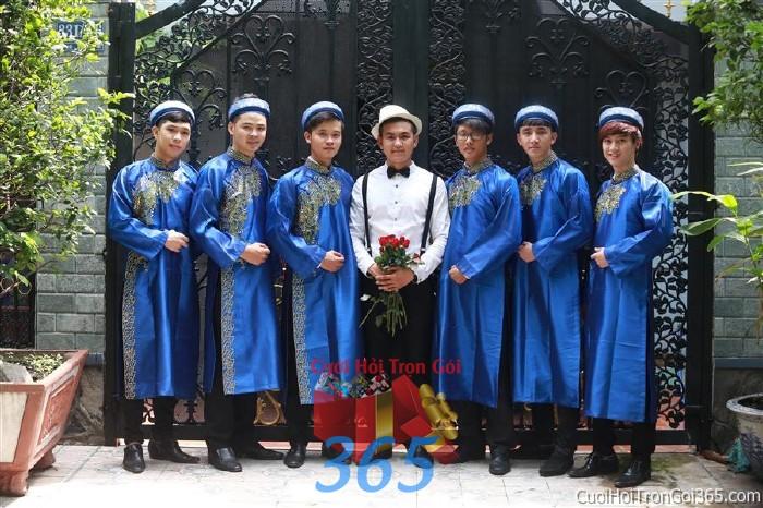 Cho thuê đội ngũ nhân viên nam bưng quả với đồng phục áo dài xanh dương cho ngày đám cưới, lễ ăn BQNA24 : Mẫu cưới hỏi trọn gói 365 của công ty dịch vụ trang trí nhà tiệc cưới hỏi đẹp rẻ uy tín ở tại quận Tân Phú Sài Gòn TPHCM Gò Vấp