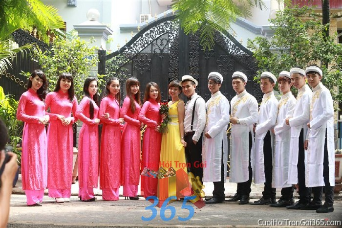 Cho thuê đội ngũ nhân viên nam nữ bưng quả với đồng phục áo dài trắng hồng sen cho ngày đám cưới, lễ ăn BQNA26 : Mẫu cưới hỏi trọn gói 365 của công ty dịch vụ trang trí nhà tiệc cưới hỏi đẹp rẻ uy tín ở tại quận Tân Phú Sài Gòn TPHCM Gò Vấp