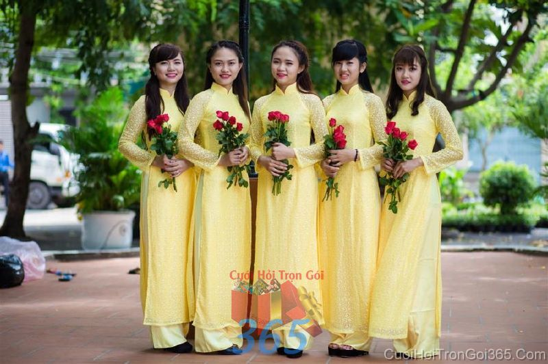 Cho thuê trang phục áo dài bưng quả nữ mới đẹp, dễ thương  DP51 : Mẫu cưới hỏi trọn gói 365 của công ty dịch vụ trang trí nhà tiệc cưới hỏi đẹp rẻ uy tín ở tại quận Tân Phú Sài Gòn TPHCM Gò Vấp