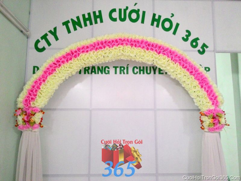 Cổng cưới hoa vải giả tông kem vàng trẻ trung với chân vải voan cho thuê ngày đám cướ CHV17 : Mẫu cưới hỏi trọn gói 365 của công ty dịch vụ trang trí nhà tiệc cưới hỏi đẹp rẻ uy tín ở tại quận Tân Phú Sài Gòn TPHCM Gò Vấp