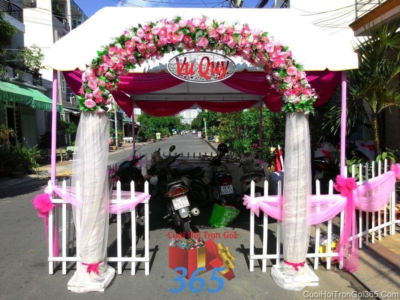 Cổng cưới hoa vải giả tông trắng hồng ngọt ngào hình mái bầu vớ chân vải voan cho thuê ngày đám cưới CHV18 : Mẫu cưới hỏi trọn gói 365 của công ty dịch vụ trang trí nhà tiệc cưới hỏi đẹp rẻ uy tín ở tại quận Tân Phú Sài Gòn TPHCM Gò Vấp