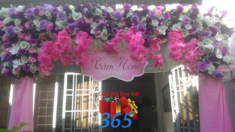 Cổng cưới hoa vải tông tím hồng dễ th CHV26 : Mẫu cưới hỏi trọn gói 365 của công ty dịch vụ trang trí nhà tiệc cưới hỏi đẹp rẻ uy tín ở tại quận Tân Phú Sài Gòn TPHCM Gò Vấp