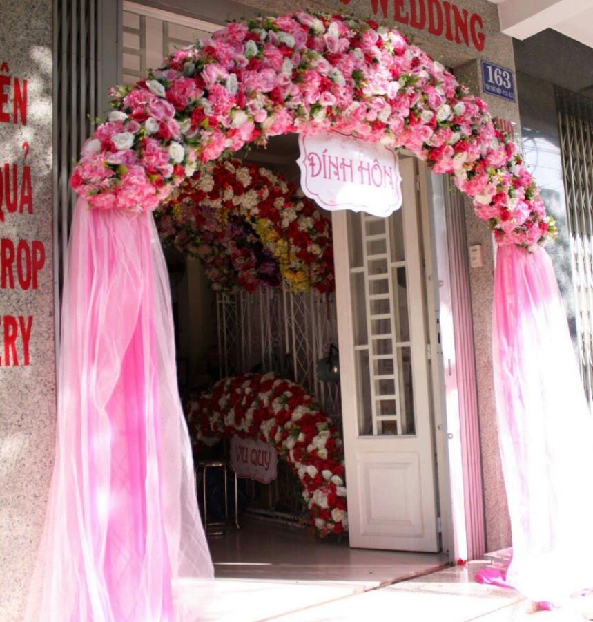 Cổng hoa vải chân voan nhã nhặn tông hồng pa CHV27 : Mẫu cưới hỏi trọn gói 365 của công ty dịch vụ trang trí nhà tiệc cưới hỏi đẹp rẻ uy tín ở tại quận Tân Phú Sài Gòn TPHCM Gò Vấp