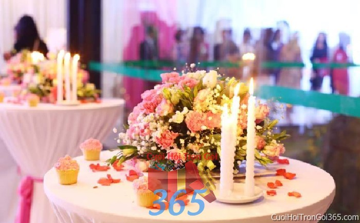 Hoa để bàn tông màu nhẹ nhàng, dễ thương kết từ hoa hồng vàng ly và baby cho lễ tiệc ngày đám cưới HDB36 : Mẫu cưới hỏi trọn gói 365 của công ty dịch vụ trang trí nhà tiệc cưới hỏi đẹp rẻ uy tín ở tại quận Tân Phú Sài Gòn TPHCM Gò Vấp
