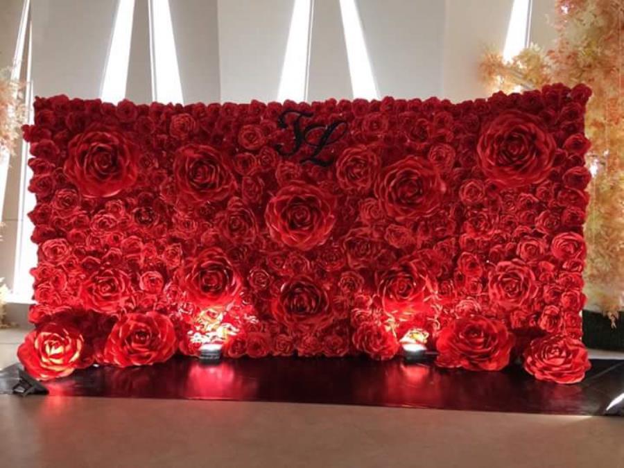 Phông cưới, backdrop chụp ảnh kết từ hoa giấy gam đỏ rực rỡ cùng ánh đèn thật lãng BDNH75 : Mẫu cưới hỏi trọn gói 365 của công ty dịch vụ trang trí nhà tiệc cưới hỏi đẹp rẻ uy tín ở tại quận Tân Phú Sài Gòn TPHCM Gò Vấp
