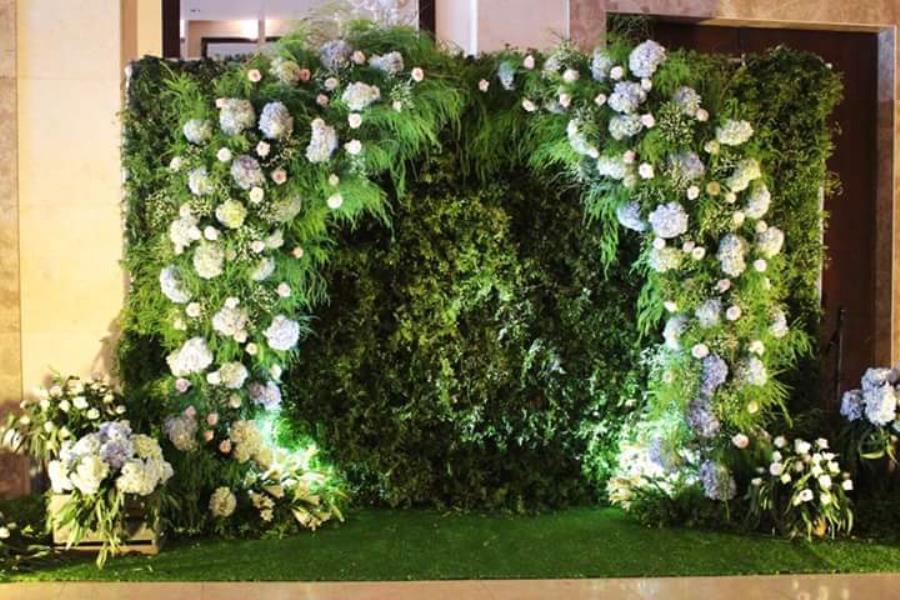 Phông cưới, backdrop chụp ảnh sang trọng kết bằng hoa cẩm tú cầu cùng phủ lá xanh đẹp BDNH80 : Mẫu cưới hỏi trọn gói 365 của công ty dịch vụ trang trí nhà tiệc cưới hỏi đẹp rẻ uy tín ở tại quận Tân Phú Sài Gòn TPHCM Gò Vấp