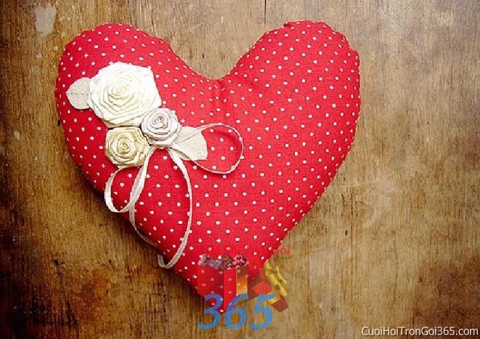 Phụ kiện gối nhẫn màu trắng đỏ chấm pi hình trái tim dễ thương dùng để trang trí bàn ký tên, không gian tiệc sang trọng ngày đám cưới tại nhà  PKC81 : Mẫu cưới hỏi trọn gói 365 của công ty dịch vụ trang trí nhà tiệc cưới hỏi đẹp rẻ uy tín ở tại quận Tân Phú Sài Gòn TPHCM Gò Vấp