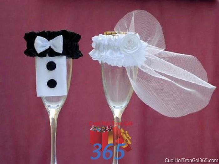 Phụ kiện ly đôi cô dâu chú rể màu trắng đen dùng để trang trí bàn ký tên, không gian tiệc sang trọng ngày đám cưới tại nhà  PKC87 : Mẫu cưới hỏi trọn gói 365 của công ty dịch vụ trang trí nhà tiệc cưới hỏi đẹp rẻ uy tín ở tại quận Tân Phú Sài Gòn TPHCM Gò Vấp