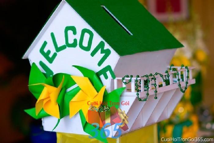 Phụ kiện thùng quà đựng tiền màu xanh lá dễ thương, cá tính với chong chóng và hình ngôi nhà dùng để trang trí bàn ký tên, không gian tiệc  PKC100 : Mẫu cưới hỏi trọn gói 365 của công ty dịch vụ trang trí nhà tiệc cưới hỏi đẹp rẻ uy tín ở tại quận Tân Phú Sài Gòn TPHCM Gò Vấp