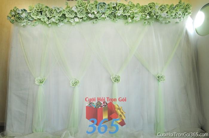 Trang trí backdrop tông trắng xanh nhẹ nhàng với những bông hoa giả đẹp tự nhiên xoa tròn dễ thương cho ngày tiệc cưới BDNH59 : Mẫu cưới hỏi trọn gói 365 của công ty dịch vụ trang trí nhà tiệc cưới hỏi đẹp rẻ uy tín ở tại quận Tân Phú Sài Gòn TPHCM Gò Vấp