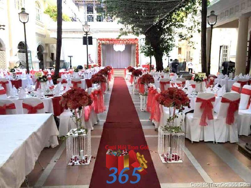 Trang trí lối đi sân khấu tiệc cưới hỏi ngoài trời với thả LDNH37 : Mẫu cưới hỏi trọn gói 365 của công ty dịch vụ trang trí nhà tiệc cưới hỏi đẹp rẻ uy tín ở tại quận Tân Phú Sài Gòn TPHCM Gò Vấp