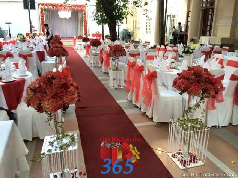 Trang trí lối đi sân khấu tiệc cưới ngoài trời với thả LDNH38 : Mẫu cưới hỏi trọn gói 365 của công ty dịch vụ trang trí nhà tiệc cưới hỏi đẹp rẻ uy tín ở tại quận Tân Phú Sài Gòn TPHCM Gò Vấp