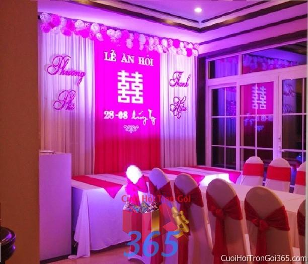 Trang trí nhà cưới hio3 tông màu hồng sen với phông ăn hỏi hoa giấy và bàn ghế hai họ kết nơ trang t TTNCH63 : Mẫu cưới hỏi trọn gói 365 của công ty dịch vụ trang trí nhà tiệc cưới hỏi đẹp rẻ uy tín ở tại quận Tân Phú Sài Gòn TPHCM Gò Vấp