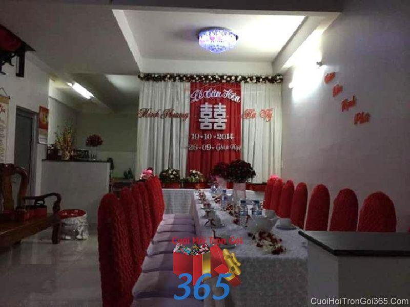 Trang trí nhà cưới hỏi tông màu đỏ trang trọng với vải nhung cho ngày đám cưới TTNCH84 : Mẫu cưới hỏi trọn gói 365 của công ty dịch vụ trang trí nhà tiệc cưới hỏi đẹp rẻ uy tín ở tại quận Tân Phú Sài Gòn TPHCM Gò Vấp