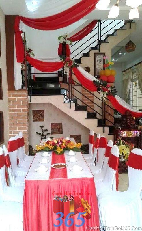 Trang trí nhà cưới hỏi tông màu đỏ với hoa phong lan để bàn cho ngày đám cưới TTNCH87 : Mẫu cưới hỏi trọn gói 365 của công ty dịch vụ trang trí nhà tiệc cưới hỏi đẹp rẻ uy tín ở tại quận Tân Phú Sài Gòn TPHCM Gò Vấp