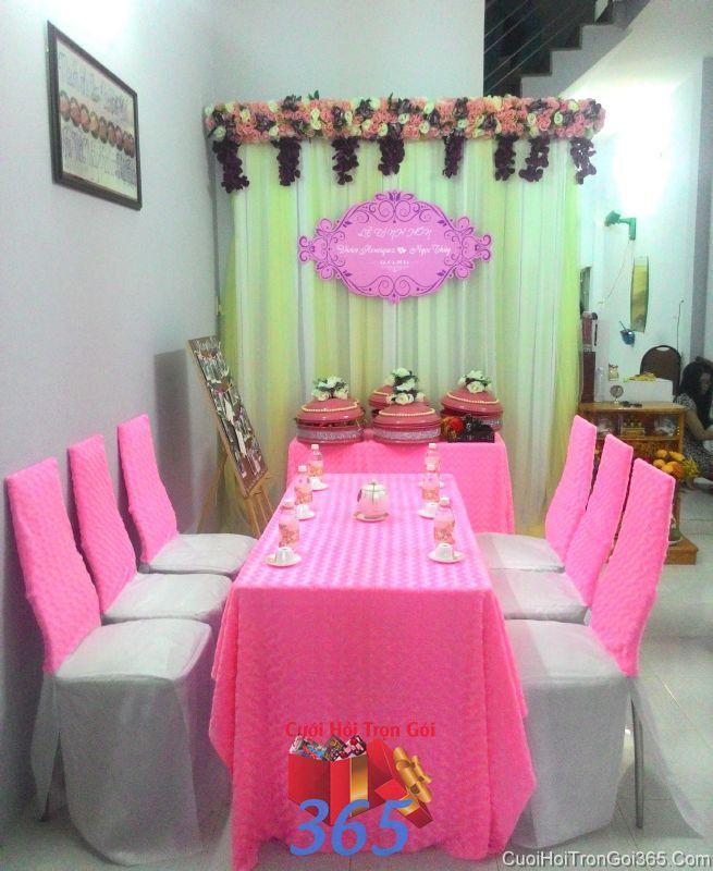 Trang trí nhà cưới hỏi tông màu ngọt ngào với vải nhung hồng cho ngày đám cưới TTNCH78 : Mẫu cưới hỏi trọn gói 365 của công ty dịch vụ trang trí nhà tiệc cưới hỏi đẹp rẻ uy tín ở tại quận Tân Phú Sài Gòn TPHCM Gò Vấp