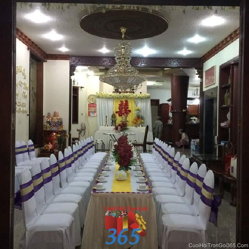 Trang trí nhà cưới hỏi tông màu tím vàng cá tính với bàn thờ kết hoa cho ngày đám cưới TTNCH82 : Mẫu cưới hỏi trọn gói 365 của công ty dịch vụ trang trí nhà tiệc cưới hỏi đẹp rẻ uy tín ở tại quận Tân Phú Sài Gòn TPHCM Gò Vấp