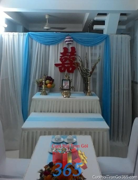 Trang trí nhà cưới hỏi tông trắng xanh biển với với bàn thờ chưng trái cây và hoa tươi, chữ son TTNCH67 : Mẫu cưới hỏi trọn gói 365 của công ty dịch vụ trang trí nhà tiệc cưới hỏi đẹp rẻ uy tín ở tại quận Tân Phú Sài Gòn TPHCM Gò Vấp
