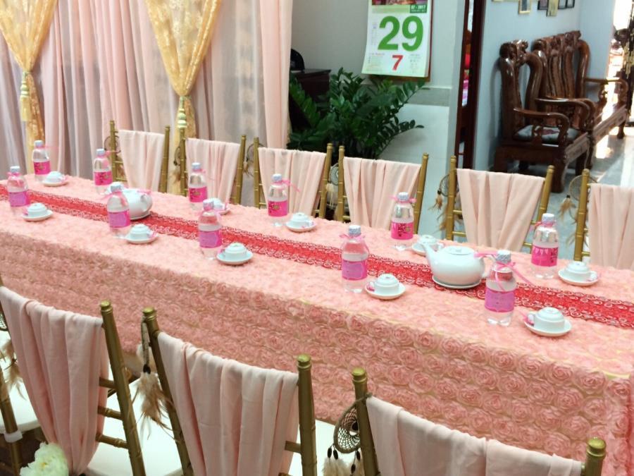 Trang trí nhà cưới trọn gói dễ thương với tông hồng pastel cùng vải hoa hồng dài TTNCH140 : Mẫu cưới hỏi trọn gói 365 của công ty dịch vụ trang trí nhà tiệc cưới hỏi đẹp rẻ uy tín ở tại quận Tân Phú Sài Gòn TPHCM Gò Vấp