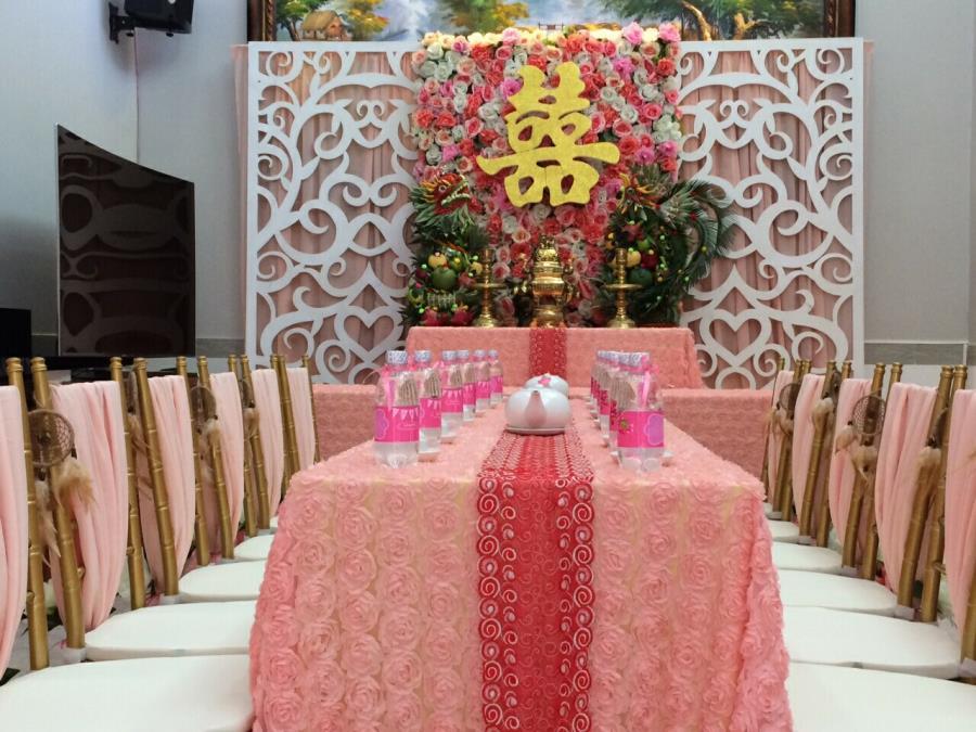 Trang trí nhà cưới trọn gói gam hồng pastel kết hợp cặp rồng phụng trái cây trên bàn gia tiên thêm ý nghĩa TTNCH144 : Mẫu cưới hỏi trọn gói 365 của công ty dịch vụ trang trí nhà tiệc cưới hỏi đẹp rẻ uy tín ở tại quận Tân Phú Sài Gòn TPHCM Gò Vấp