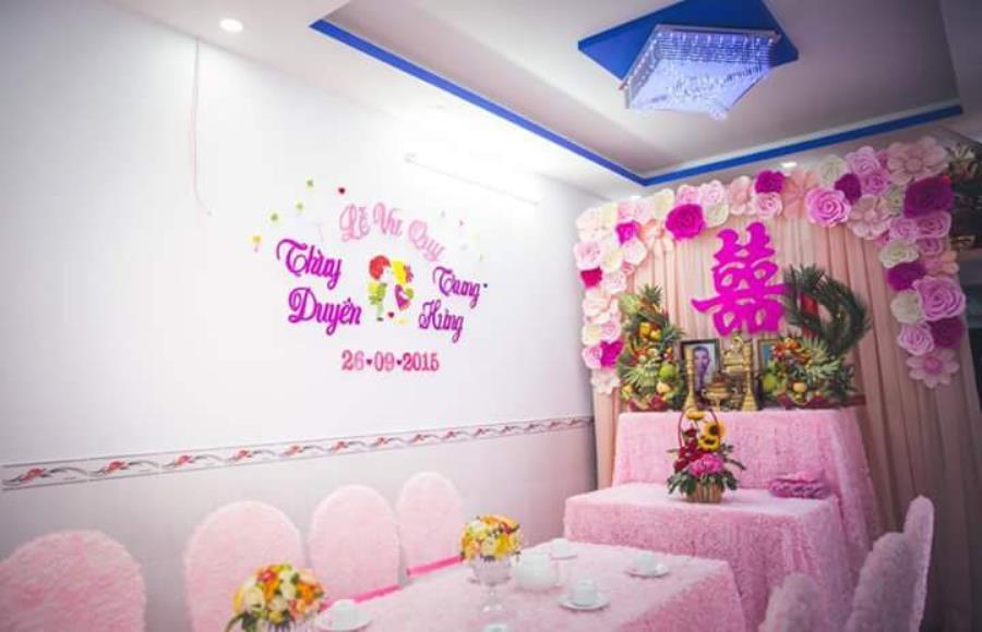 Trang trí nhà đám cưới, đám hỏi tông màu hồng dễ thương TTNCH114 : Mẫu cưới hỏi trọn gói 365 của công ty dịch vụ trang trí nhà tiệc cưới hỏi đẹp rẻ uy tín ở tại quận Tân Phú Sài Gòn TPHCM Gò Vấp