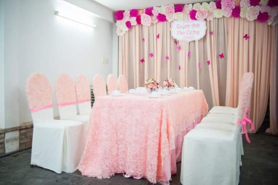 Trang trí nhà đám cưới, đám hỏi tông màu hồng dễ thương TTNCH115 : Mẫu cưới hỏi trọn gói 365 của công ty dịch vụ trang trí nhà tiệc cưới hỏi đẹp rẻ uy tín ở tại quận Tân Phú Sài Gòn TPHCM Gò Vấp