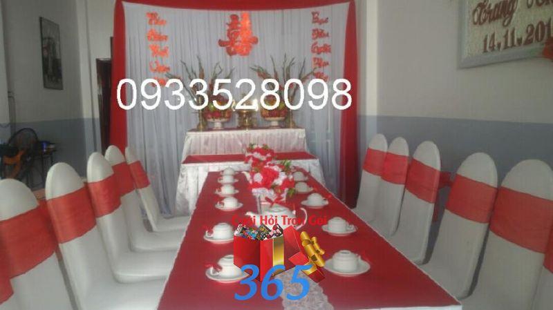 Trang trí nhà đám cưới màu đỏ với bàn thờ hoa hu TTNCH105 : Mẫu cưới hỏi trọn gói 365 của công ty dịch vụ trang trí nhà tiệc cưới hỏi đẹp rẻ uy tín ở tại quận Tân Phú Sài Gòn TPHCM Gò Vấp
