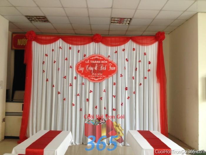 Trang trí phông cưới ăn hỏi màu đỏ mẫu đơn giản với lụa nhẹ nhàng trang trí lễ thành PC26 : Mẫu cưới hỏi trọn gói 365 của công ty dịch vụ trang trí nhà tiệc cưới hỏi đẹp rẻ uy tín ở tại quận Tân Phú Sài Gòn TPHCM Gò Vấp