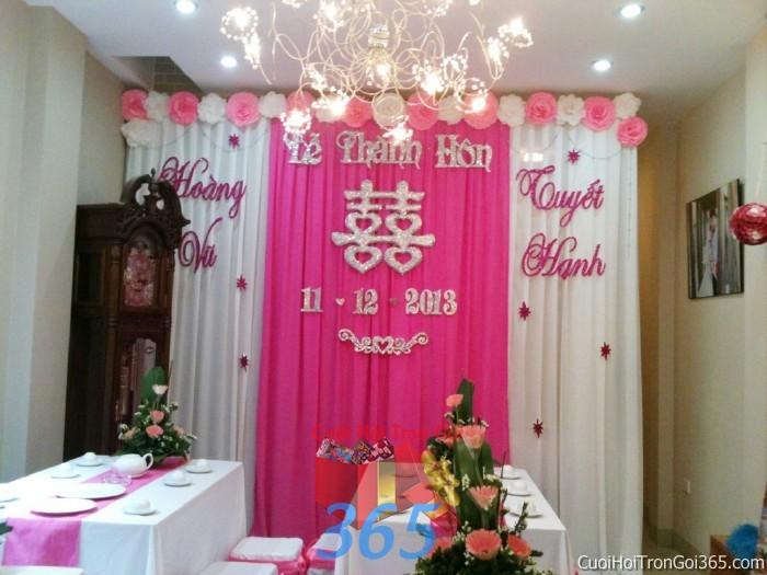 Trang trí phông cưới ăn hỏi màu hồng phấn mẫu trẻ trung dễ thương với hoa giấy lụa trang trí nhẹ nhàng lễ thành PC13 : Mẫu cưới hỏi trọn gói 365 của công ty dịch vụ trang trí nhà tiệc cưới hỏi đẹp rẻ uy tín ở tại quận Tân Phú Sài Gòn TPHCM Gò Vấp