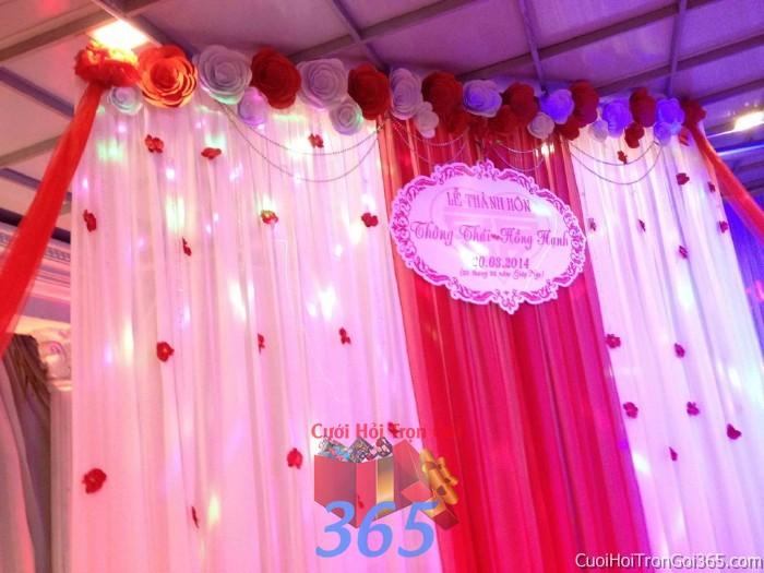 Trang trí phông cưới ăn hỏi màu hồng sen mẫu mềm mại dễ thương với hoa giấy lụa nhẹ nhàng trang trí lễ thành PC14 : Mẫu cưới hỏi trọn gói 365 của công ty dịch vụ trang trí nhà tiệc cưới hỏi đẹp rẻ uy tín ở tại quận Tân Phú Sài Gòn TPHCM Gò Vấp