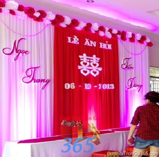 Trang trí phông cưới ăn hỏi màu hồng sen mẫu mềm mại với hoa giấy lụa trang trí nhẹ nhàng ngày đám cưới PC15 : Mẫu cưới hỏi trọn gói 365 của công ty dịch vụ trang trí nhà tiệc cưới hỏi đẹp rẻ uy tín ở tại quận Tân Phú Sài Gòn TPHCM Gò Vấp