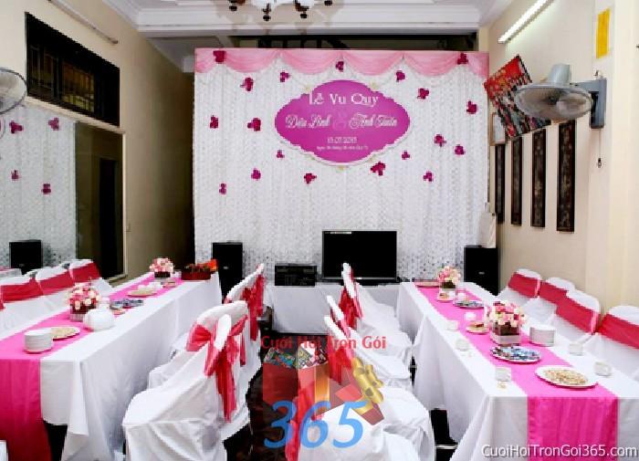 Trang trí phông cưới ăn hỏi màu tím hồng sen mẫu lãng mạn với hoa vải và voan mềm mại trang trí nhẹ nhàng ngày lễ vu PC21 : Mẫu cưới hỏi trọn gói 365 của công ty dịch vụ trang trí nhà tiệc cưới hỏi đẹp rẻ uy tín ở tại quận Tân Phú Sài Gòn TPHCM Gò Vấp