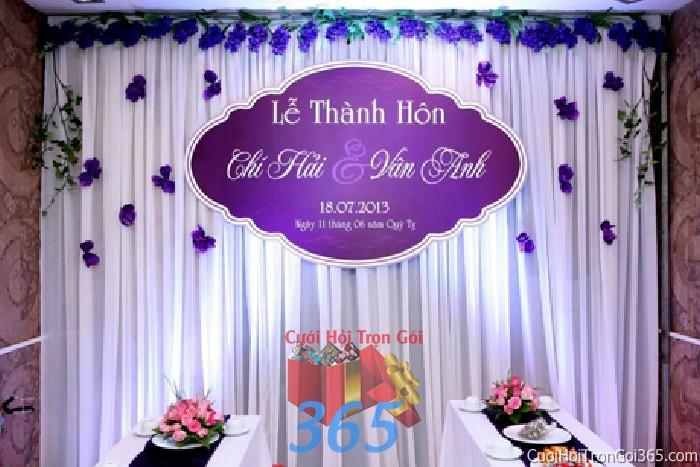 Trang trí phông cưới ăn hỏi màu tím xanh dương mẫu lãng mạn với voan và hoa vải nhẹ nhàng trang trí lễ thành hôn ngày  PC22 : Mẫu cưới hỏi trọn gói 365 của công ty dịch vụ trang trí nhà tiệc cưới hỏi đẹp rẻ uy tín ở tại quận Tân Phú Sài Gòn TPHCM Gò Vấp