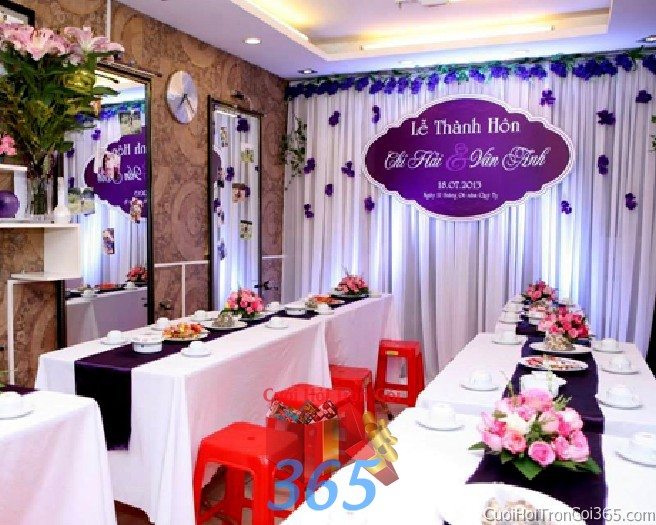 Trang trí phông cưới ăn hỏi màu tím xanh dương mẫu lãng mạn với voan và hoa vải nhẹ nhàng trang trí lễ thành PC23 : Mẫu cưới hỏi trọn gói 365 của công ty dịch vụ trang trí nhà tiệc cưới hỏi đẹp rẻ uy tín ở tại quận Tân Phú Sài Gòn TPHCM Gò Vấp