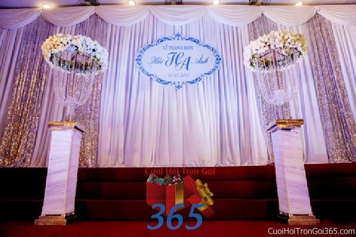 Trang trí phông cưới ăn hỏi tông trắng tinh khôi voan mềm mại trang trí nhẹ nhàng ngày đám cưới PC28 : Mẫu cưới hỏi trọn gói 365 của công ty dịch vụ trang trí nhà tiệc cưới hỏi đẹp rẻ uy tín ở tại quận Tân Phú Sài Gòn TPHCM Gò Vấp