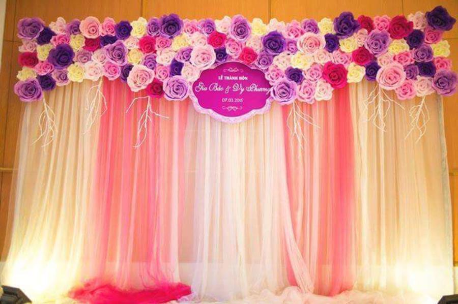 Trang trí phông cưới backdrop nhà hàng với hoa giấy BDNH66 : Mẫu cưới hỏi trọn gói 365 của công ty dịch vụ trang trí nhà tiệc cưới hỏi đẹp rẻ uy tín ở tại quận Tân Phú Sài Gòn TPHCM Gò Vấp