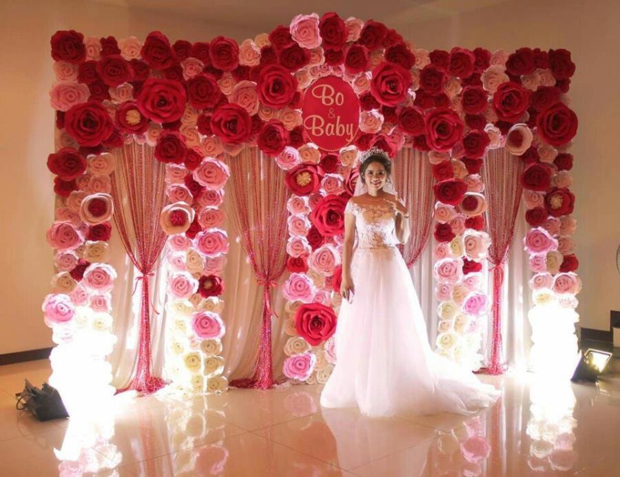 Trang trí phông cưới backdrop nhà hàng với hoa giấy BDNH68 : Mẫu cưới hỏi trọn gói 365 của công ty dịch vụ trang trí nhà tiệc cưới hỏi đẹp rẻ uy tín ở tại quận Tân Phú Sài Gòn TPHCM Gò Vấp