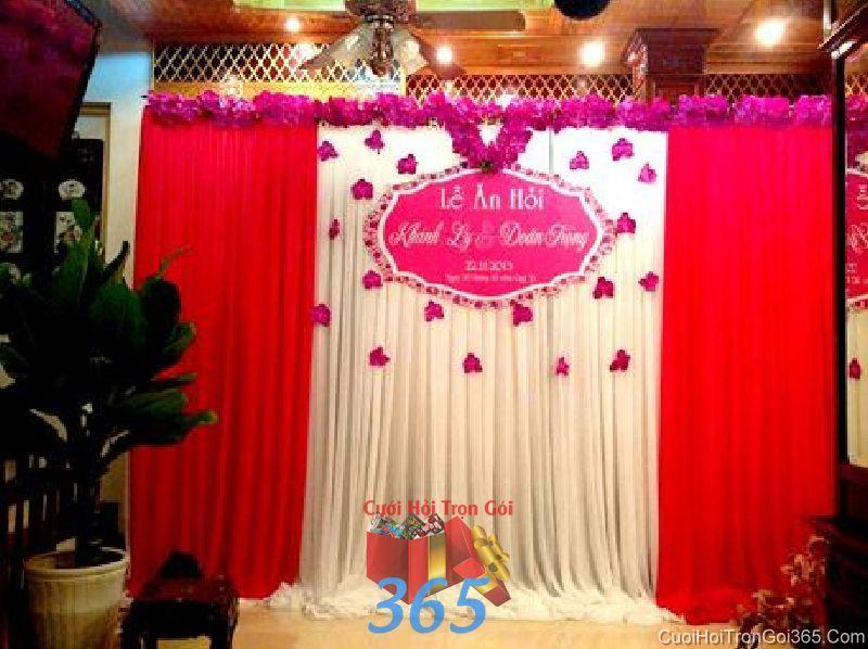 Trang trí phông cưới lụa cho lễ ăn hỏi tông đỏ hồng với vải voan, hoa giấy và bãng chữ dễ th PC33 : Mẫu cưới hỏi trọn gói 365 của công ty dịch vụ trang trí nhà tiệc cưới hỏi đẹp rẻ uy tín ở tại quận Tân Phú Sài Gòn TPHCM Gò Vấp
